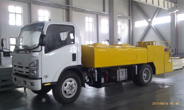 Water-servicing vehicle QS-04