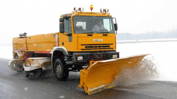 Runway snow sweeper F2000 4x4